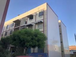 Alugo apartamento c/ 1 vaga para carro - Montese