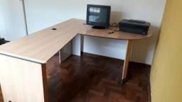 Excelente mesa de escritório.