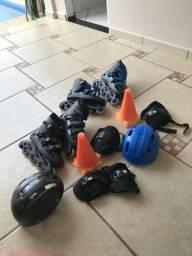 Patins com cotoveleira,cones, joelheira e capacete