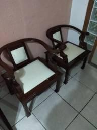 02 cadeiras em mogno