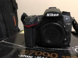 Máquina Nikon D7000