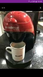 Cafeteira faz duas xícara de café por vez.