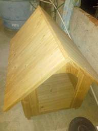 Casa de madeira de cachorro