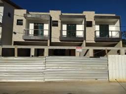 (J4) - Excelente Casas com 3 Dormitórios Quintal e Garagem