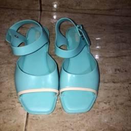 sandália rasteirinha melissa azul bebê