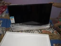 Título do anúncio: Vendo TV smart Philco zerada na caixa lacrada nota fiscal