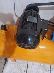 Título do anúncio: Vendo compressor 5 CV  rpm 1715 trifásico