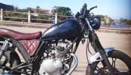 Título do anúncio: linda moto suzuki 125 cafe racer ano 2007