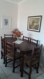 Vendo mesa com 6 cadeiras de madeira R$1600.