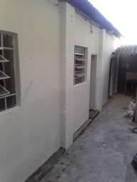 Alugo casa de 1 quarto com laje e telhado no bairro Nova Suica
