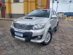 Toyota SW4 SRV 3.0 4X4 DIESEL AUTOMÁTICA