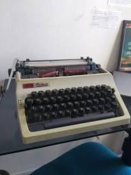 Máquina de Escrever (semi-nova)
