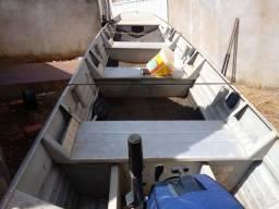 Barco c/ motores - 2012