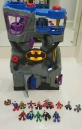 Batcaverna com bonecos