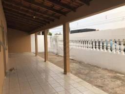 Casa com 3 dormitórios com duas suitespara alugar, 205 m² por R$ 1.500/mês
