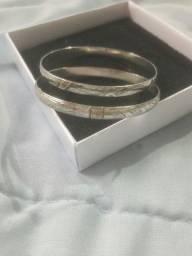 Vendo pulseira infantil prata com filhetes em ouro