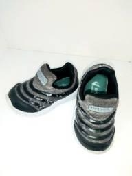 Lotinho de calçados infantil Tam 19/20 R$ 77,00