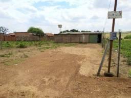 Título do anúncio: Lote com barracão construído, Bairro em fase de desenvolvimento.