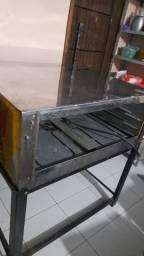Forno elétrico novinho com todos os acessórios tem o vidro está guardado