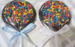 Título do anúncio: Pirulito de chocolate decorados e pipoca doce colorida gourmet