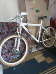 Bicicleta  pratrilha e pista