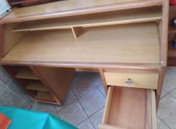 Balcão de madeira maciça, próprio para comércio