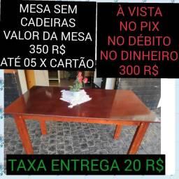 Título do anúncio: mesa madeira sem cadeiras nova