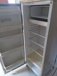 Título do anúncio: Geladeira com freezer interno