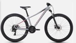 Título do anúncio: Bike Mtb Specialized Feminina 27,5 Tamanho P ano 2019