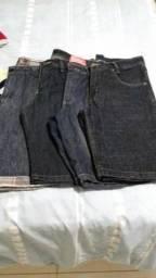 Quatro bermudas jeans seme novas e três camisas zerinhas