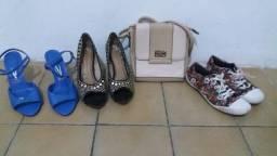 Lote de calçados e bolsas