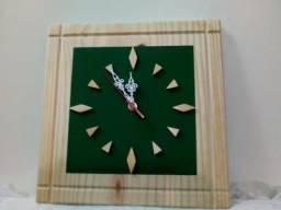 Relógios de Parede Artesanal em madeira Pinus 30 cm - vários modelos
