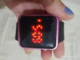 Título do anúncio: Relógio digital roxo