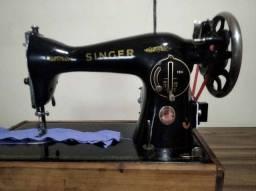 Título do anúncio: Maquina de costura Singer 15C (singer pretinha). Toda original e costurando