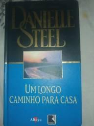 Título do anúncio: Livro Danielle Steel um longo caminho para casa