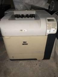 Impressora HP LaserJet P4015n com defeito