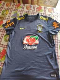 Título do anúncio: Camisa de treino oficial do Brasil 2014 (Usada)