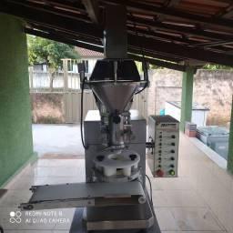 Máquina de coxinha com masseira