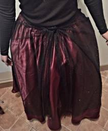 Vendo saia vermelha e uma preta com brilho a preta é opcional usar