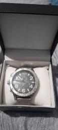 Título do anúncio: Vendo relógio nixom!! 1 mês de uso!! Envio via correio Sedex ou direto em mãos!!