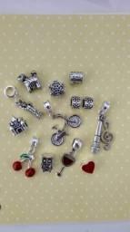 Pacote com 14 berloques para pulseira vivara life e Pandora