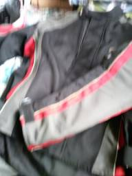 Jaqueta e capacete