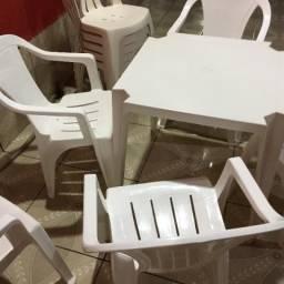 Mesas e cadeira semi novo