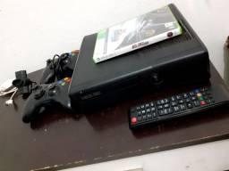 Vendo xbox 360 com dois controles !