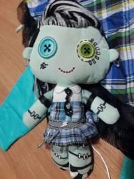 Monster High Frankie. Boneca e fantasia