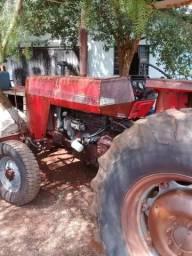 Trator 275 ano 84. motor filé R$ 21.000