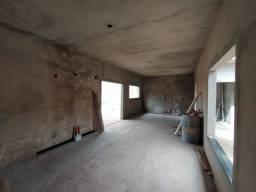 Casa com 2 dormitórios, sendo uma suíte, cozinha integrada com salas, lavanderia. <br>