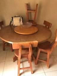 Título do anúncio: Vendo mesa de madeira 6 cadeiras