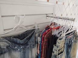 Mostrador de roupas e acessórios com 2 faces