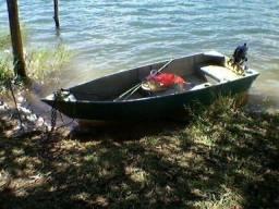 Título do anúncio: Barco conservado e em bom estado. Já acompanha o motor.